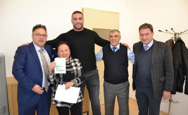 Dünya ağır sıklet boks şampiyonu Charr, Türkiye yolunda