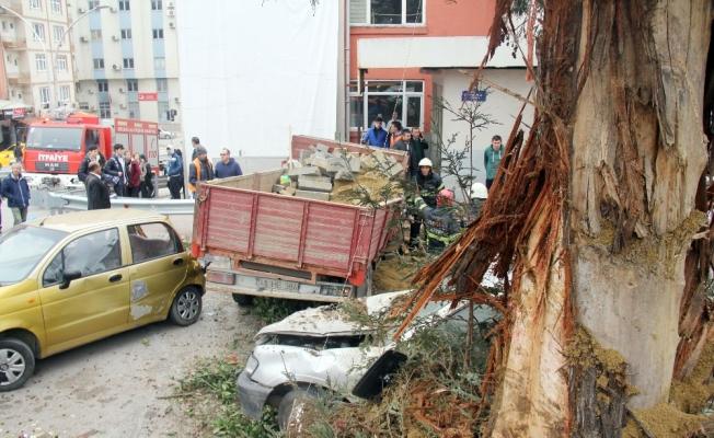 Freni patlayan kamyonet 6 aracı biçti: 5 yaralı