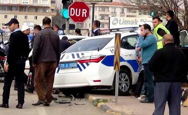 Kilis'te trafik kazası: 2'si polis 4 yaralı