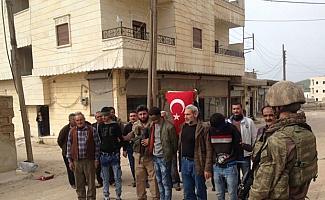 Afrin halkı teröristleri TSK'ya teslim etti