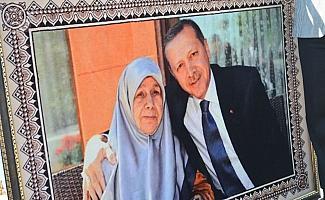 Erdoğan sevdasını halıya dokudu