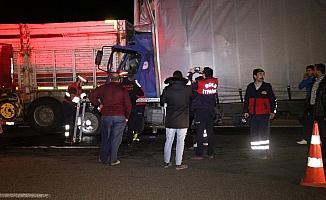 Tır ile kamyon çarpıştı: 1 ölü