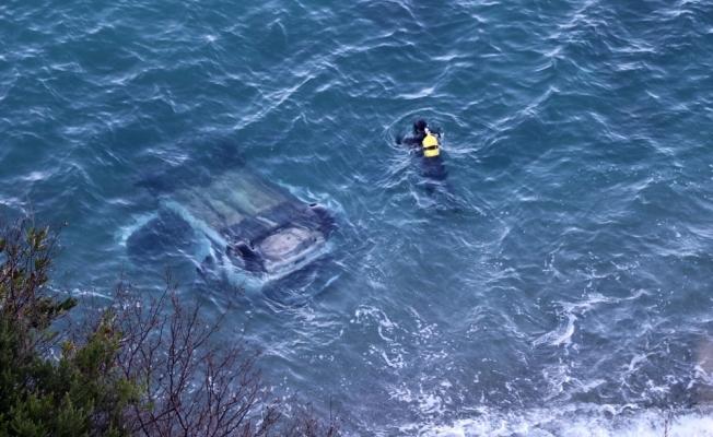 Otomobil 60 metreden denize uçtu, şoför kayıp
