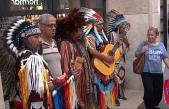 İstiklal Caddesi'nde Kızılderililere yoğun ilgi