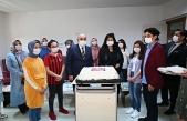 Başkan Altınok LGS öncesinde öğrencilerle pasta kesti