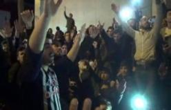 Beşiktaş taraftarı derbi galibiyetini Çarşı'da kutladı