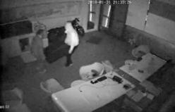 Para dolu kasayı çalan hırsızlar kamerada