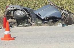 İki otomobil kafa kafaya çarpıştı: 2 ölü, 2...