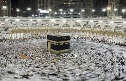 Milyonlarca Müslüman Mina'da şeytan taşladı