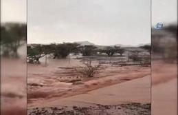 Suudi Arabistan'da cadde ve sokaklar sular altında