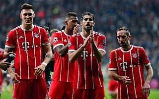 Bayernli futbolcular tribünleri alkışladı