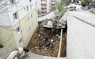 Mudanya'da şiddetli yağışlar yolu çökertti