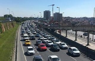 CHP oturma eylemi nedeniyle bazı yollar trafiğe...