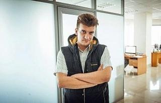 Pencereden düşen Rus gazeteci hayatını kaybetti