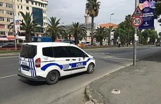 İstanbul'da yola saçılan dövizleri vatandaşlar...