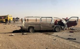 Otobüs minibüsle çarpıştı: 10 ölü, 9 yaralı
