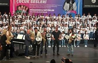 Çocuklar 'Barış Abi'lerinin şarkılarını seslendirdi