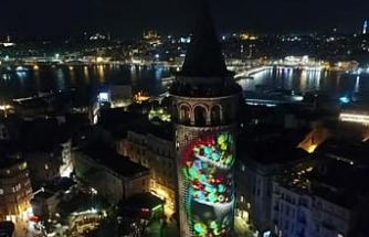 Galata Kulesi'ne yansıtılan görsel şov havadan görüntülendi