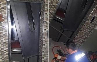 Asansörle dördüncü kattan düştü: Burnu bile kanamadı