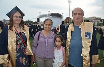 Biri 56 diğeri 59 yaşında mezun oldu