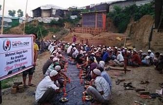 Harçlıklarıyla 400 Arakanlıya iftar verdiler