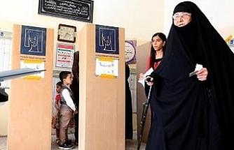 Irak'ta oylar yeniden elle sayılacak