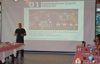 Sivasspor'da futbolculara 'VAR' eğitimi verildi