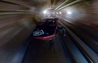 Taksim Füniküler tünelinden bisikletle indi