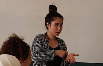 Yaşayarak öğrendiği işaret dili mesleği oldu