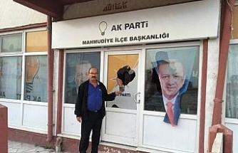 AK Parti binasına çirkin saldırı