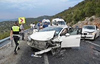 Antalya'da 6 araç birbirine girdi: 11 yaralı