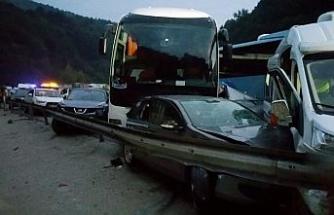 İnegöl'de feci kaza: 1 ölü, 15 yaralı