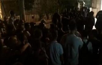 İsrail polisi Mescid-i Aksa önündeki Filistinlilere müdahale etti