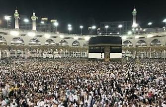 Müslümanlar Kâbe'ye akın etti