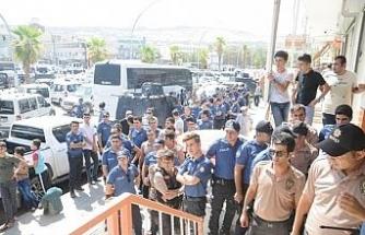 Polisler döviz bürosuna koştu