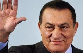 Mısır'da Mübarek'in oğullarını serbest bıraktı
