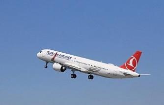 Türk Hava Yollarının ilk uçağı yeni havalimanına indi