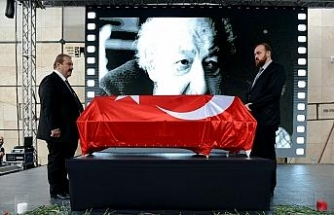 Ara Güler için Galatasaray Meydanı'nda tören