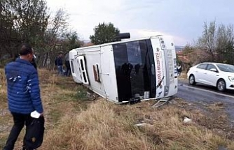 Askeri personeli taşıyan servis kaza yaptı: 13 yaralı