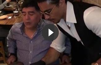 Nusret bu kez de efsane futbolcu Maradona'yı ağırladı!