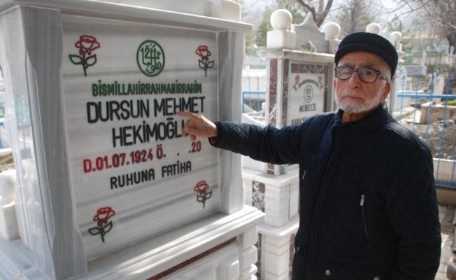37 yıldır kendi mezarını ziyaret ediyor