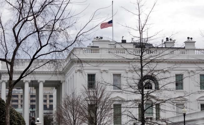 ABD'de bayraklar yarıya indirildi