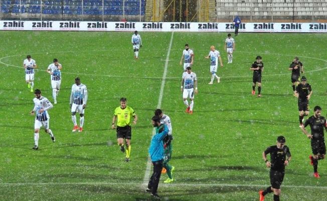 Adana Demirspor - İstanbulspor karşılaşması yarıda kaldı