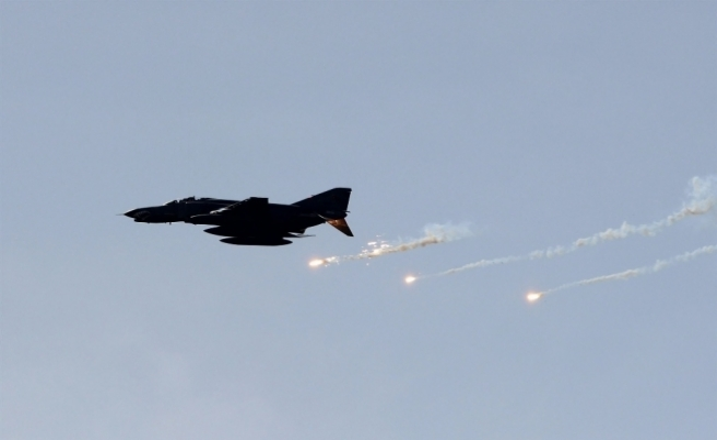 Afrin'de Türk savaş uçakları 674 hedefi imha etti