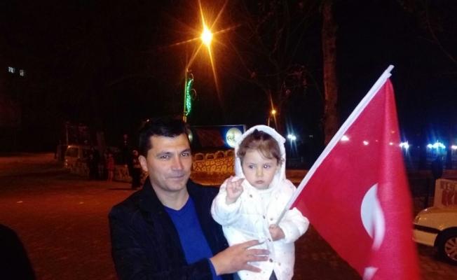 Afrin'e giden askeri konvoya sevgi seli