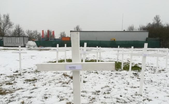 Almanya'da cami arsasına haçlı saldırı