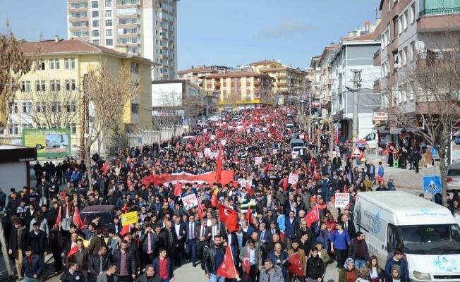 Ankara'da binler Mehmetçik için yürüdü