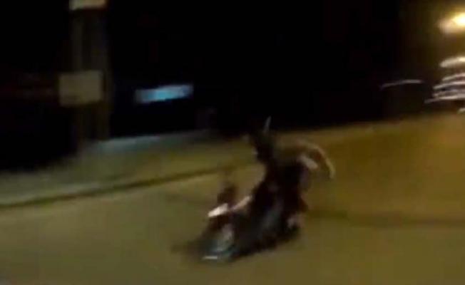 Aşırı süratli motosiklet polise çarptı