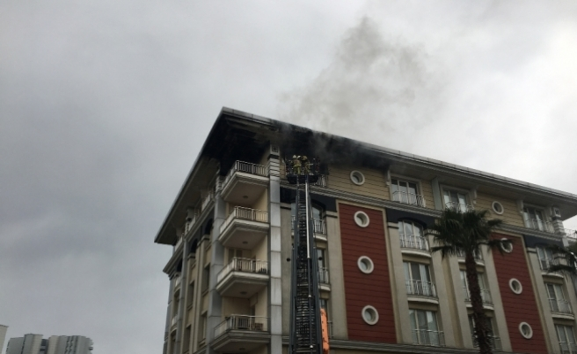 Ataköy'de bir ev alev alev yandı