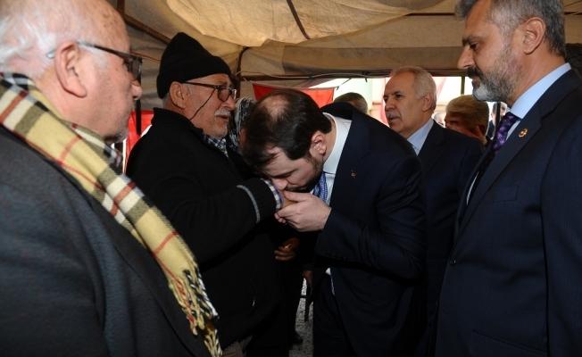 Bakan Albayrak Kırıkhan'daki şehit ailesini ziyaret etti